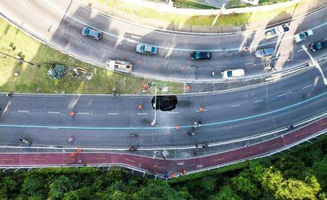 Cratera se abriu na Avenida Pedro II, em João Pessoa — (Foto: Secom-JP/Divulgação)